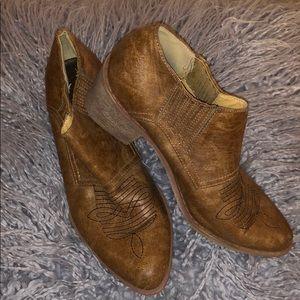 Ankle cowboy boots!